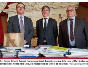 Remise des Cahiers de doléances en Préfecture de la Loire